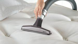 Cleaning-Mattress-Debris